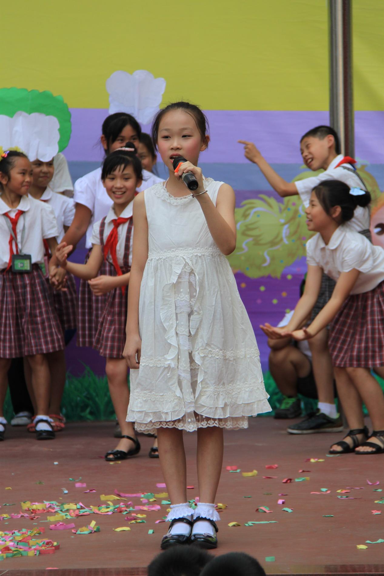 2011年6月1日六一儿童节节目表演-听妈妈讲那过去的 竖