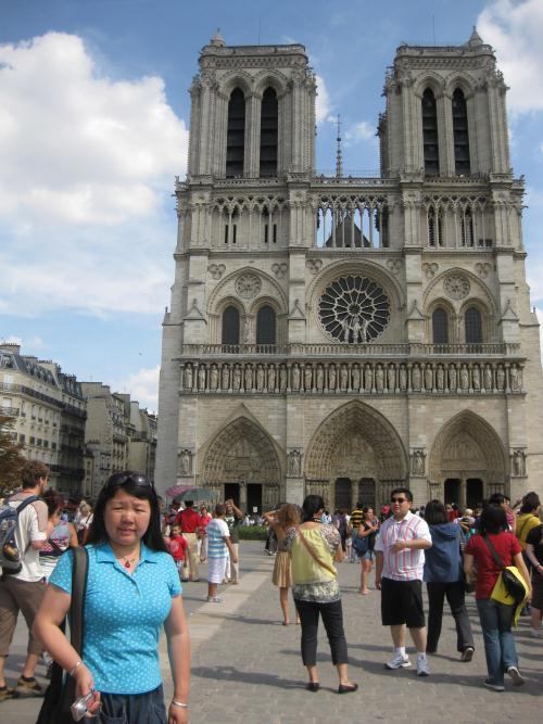 塞纳河游船上看巴黎圣母院高清图片